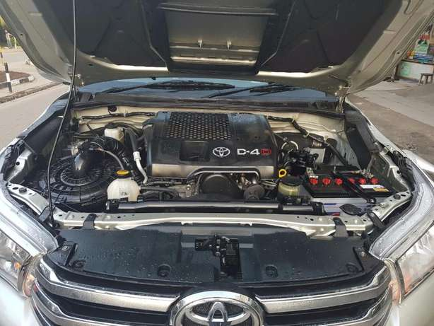 Toyota Hilux Double Vigo 4WD 3000Cc Diesel Turbo Engine 2010 Automatic Mlolongo - image 3