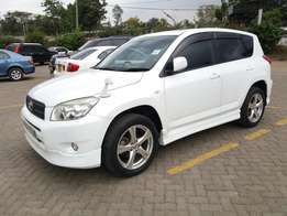 Extremely clean accident free Toyota rav4 2006 KBP with sunroof.
