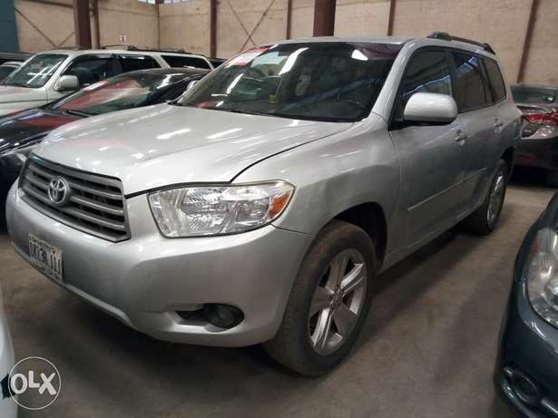 Extremely Clean 2009 Toyota Highlander Full Options Alausa - image 1