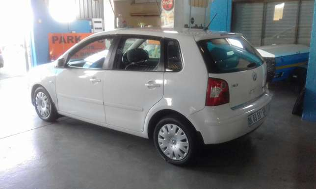 VW Polo 1.6 Hatch 186000 km R 59000 Mossel Bay - image 2