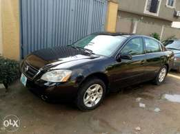 This Nissan Altima 02/03 is going at a give away price.
