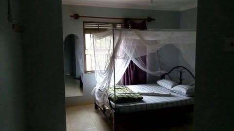 4bed room and 3bedroomed boysquater on urgent sale Kampala - image 3
