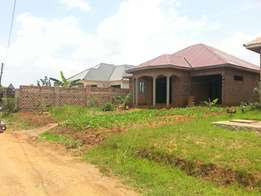 House in Gayaza on sale at 69m ug shs with a land tittle.