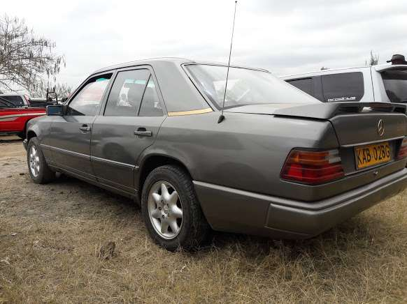 Classic Mercedes Benz E230 on sale Westlands - image 5