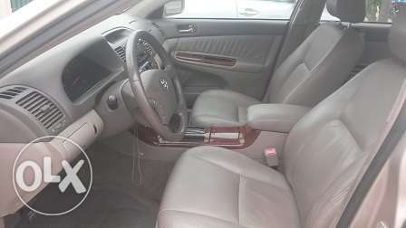 Toyota Camry XLE Gold Color Ikeja - image 3