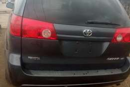 Very Clean Toyota Sienna 2007 going at a discount rate