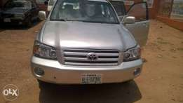 4 months used 2007 Toyota Highlander 2 rows fabric