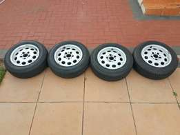 Bmw 15 inch rims and tyres like new