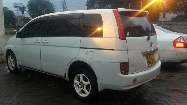 2005 Toyota isis 2ltr auto.Trade in ok 590k Kilimani - image 2