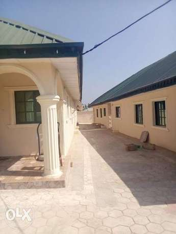 Very super 2bed rooms at ayekale with pop water heater everything Osogbo - image 5