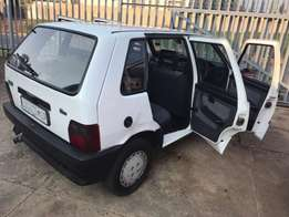 Uno cars for sale r 6500