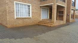2 Bedroom Flat in safe complex to let - R6150 pm