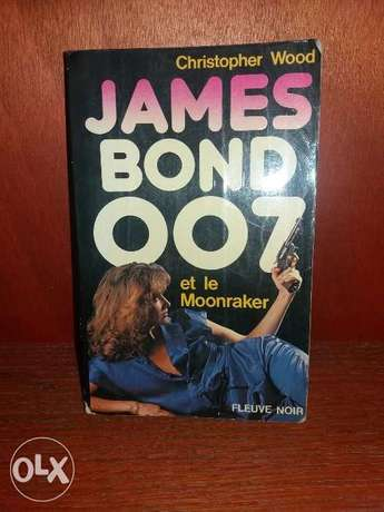 James Bond et le moonraker.