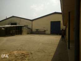 1 hecter land with 4 warehouse right in front of Onitsha bridge