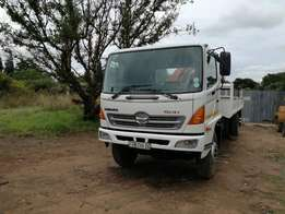 2009 Hino -15-257 Crane truck with drop sides