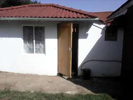 Granny flat to let Umbilo7(R2900 + R2900dep)(hot Water and light inc)