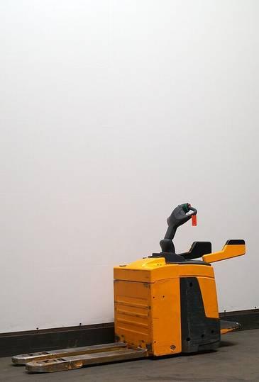 Jungheinrich ERE225 - 2010