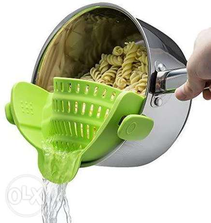 The Snap 'N Strain Strainer, Clip On Silicone Colander, Fits all Pots