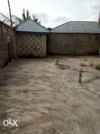 For sale: oneup one dawn of 4bedroom flat Ibadan South West - image 5