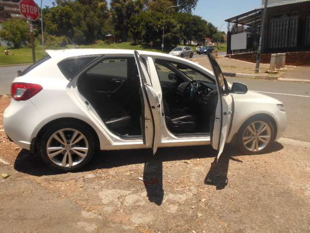 Kia Cerato 2.0, 2011 model, White in color for sale Johannesburg - image 6