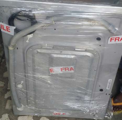 LG INVATER 7kg automatic washing machine Lagos Mainland - image 4