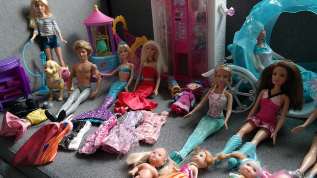 ad954957d2 barbie ogromny zestaw lalek akcesoria ubrania Kielce - image 6