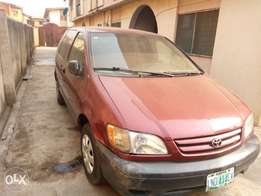 Very neat Toyota sienna for sale