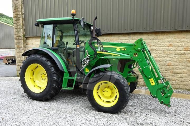 John Deere 5090M Tractor - 2011