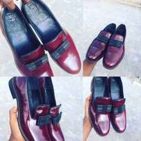 Suave hand made male shoe