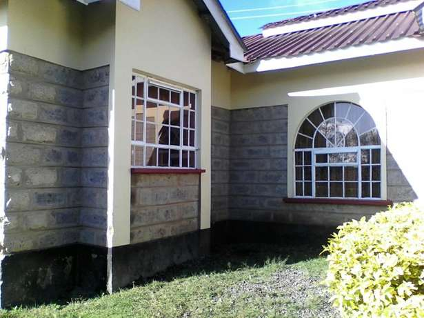 2 Bedroom serviced bangalow on 1/4 an acre Oloolua - image 2