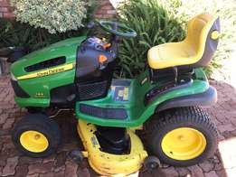 John Deere 145 Automatic Ride on Lawnmower