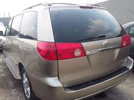 A super Clean 2006 Toyota Sienna XLE Limited