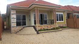 Am selling a brand new house in seguku entebbe road