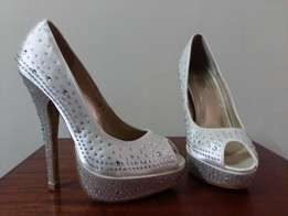 Ladies Bridal Shoes (Peep Toes) - ivory Colour