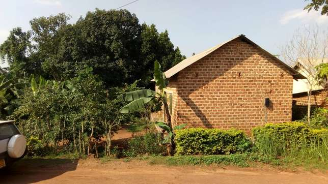 Seated on 120ft by 60ft house with empty land on sale in Gayaza at 58m Wakiso - image 2