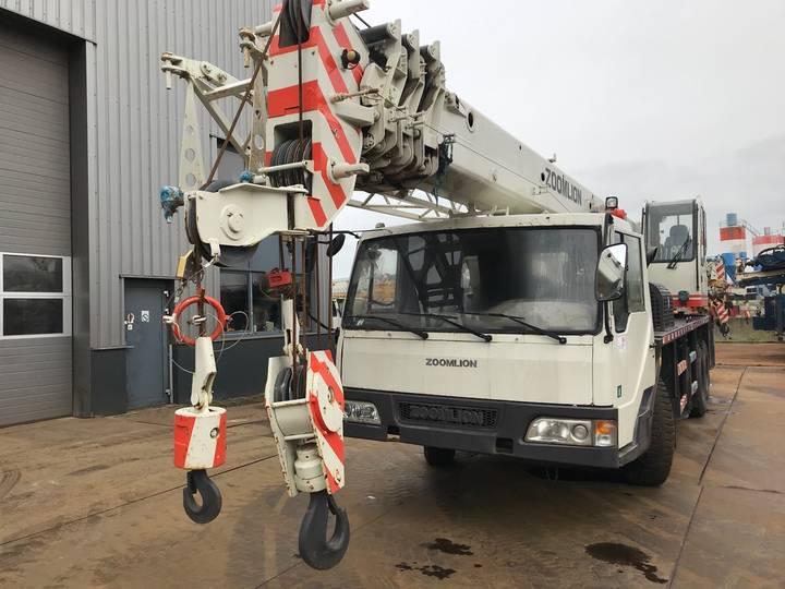 Zoomlion QY16HF 16 Ton 6x4 Hydraulic Truck Crane - 2013