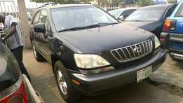 Registered Lexus RX300'01 with DVD for sale in surulere