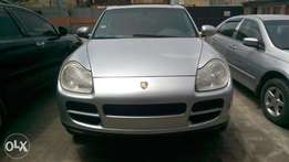 registered porsche cayenne 04 model