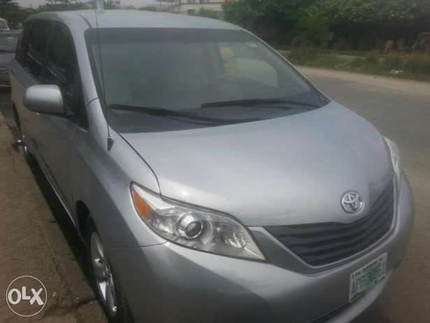 One year used toyota sienna 2012 tincan cleared Apapa - image 6