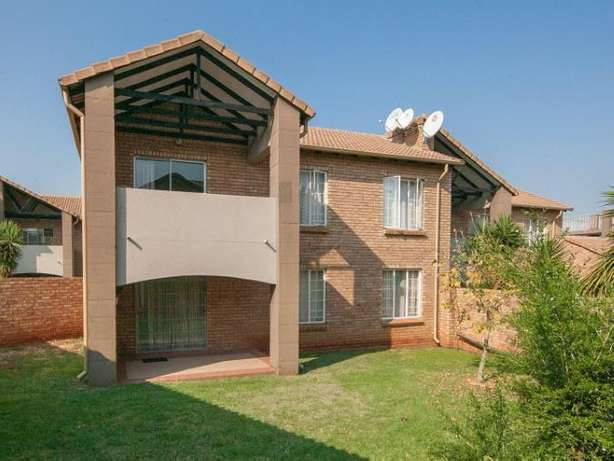 2 Bedroom Apartment / Flat to rent. Rivonia - image 1