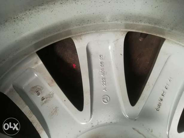 """Mercedes 18"""" Rims Made in Italy Industrial Area - image 4"""
