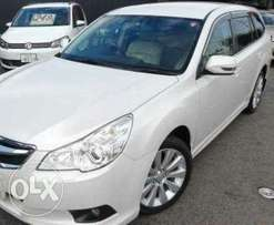 2010 Subaru Legacy pearl white leather seats