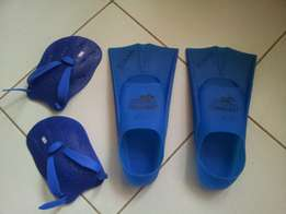 Fins and hand paddle for swimming training