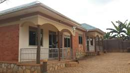 This is nice 2bedrooms house for rent in kira nsasa