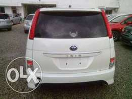 Toyota Isis fully loaded
