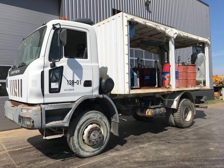 Astra HD8E-4438 4x4 Fuel, Lube, Service Truck - 2006