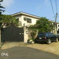 5br detached house + 2no of 3br flats and Se