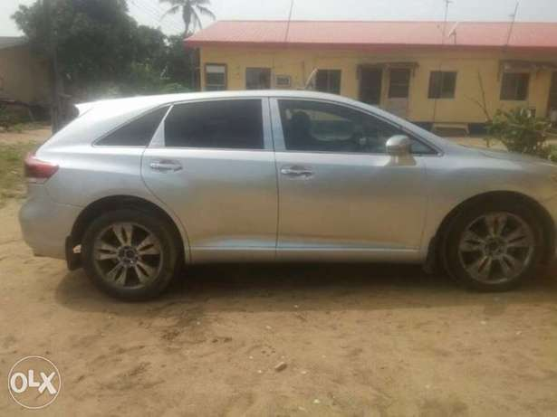 very clean Toyota Venza 2013 with full option Apapa - image 3