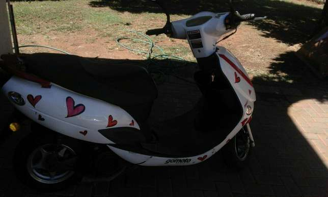 Gomoto scooter Naval View - image 2