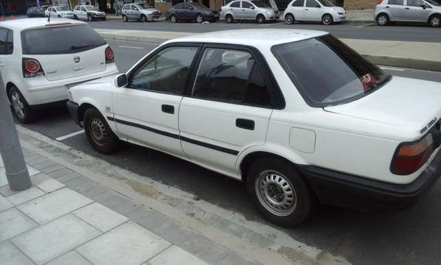 Toyota Corolla GLE 1.6i East London - image 1